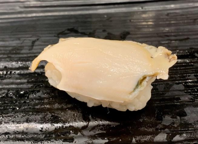 渋谷マークシティ「梅丘寿司の美登利総本店」鮑の握り