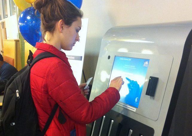 Captura de Tela 2013 01 27 às 12.22.45 - Universidade dos EUA usa máquina para emprestar MacBooks aos estudantes
