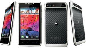 Motorola lança smartphone RAZR na cor branca 21