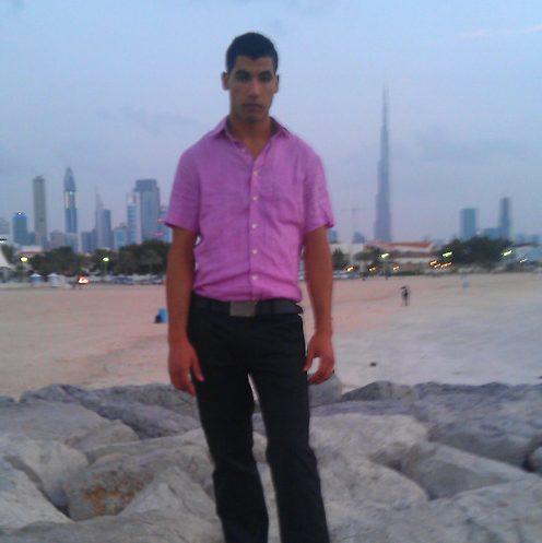 Foto do ladrão com o edifício Burj Khalifa, em Dubai, no fundo / reprodução