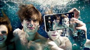 Assista o unboxing do Xperia Z3 dentro de uma piscina 16