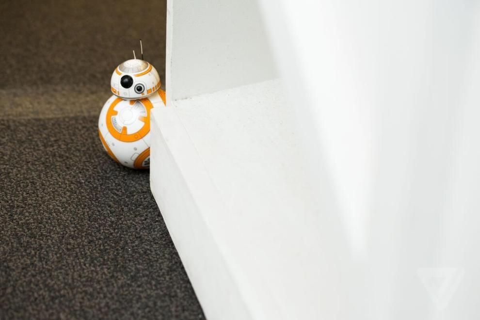 """sphero bb 8 7180 0 - O simpático droid BB-8 de """"Star Wars: O despertar da força"""" agora pode ser seu"""