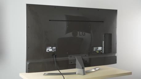 uh7700 back large - Review: LG SUPER UHD TV 4K (55UH7700) com Pontos Quânticos e som Harman/Kardon