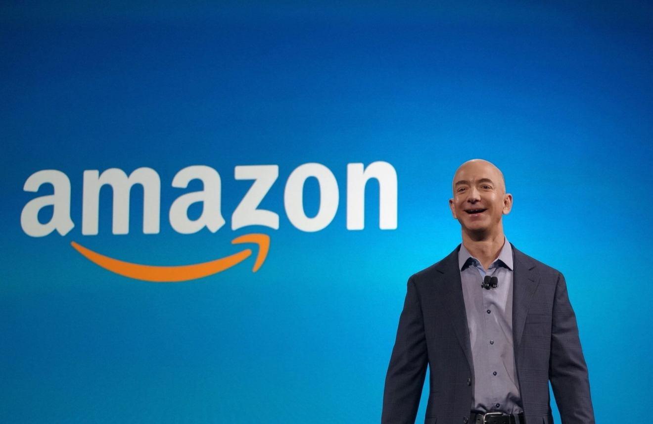 Jeff Bezos, o homem mais rico do mundo.