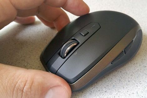 Logitech MX Anywhere 2 mouse hand angle - Review: Mouse Logitech MX Anywhere 2