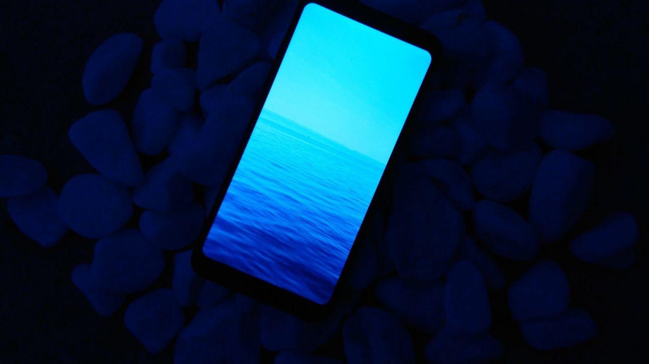 REVIEW: LG Q6+, um intermediário pra quem não curte bordas 6