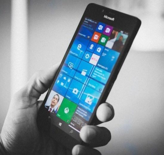 """Microsoft decreta a """"morte"""" do Windows Phone 10"""