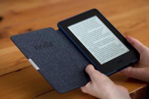 amazon kindle paperwhite 2015 in hand 1500x1000 - Grandes descontos no Kindle e outros e-readers na Black Friday da Amazon