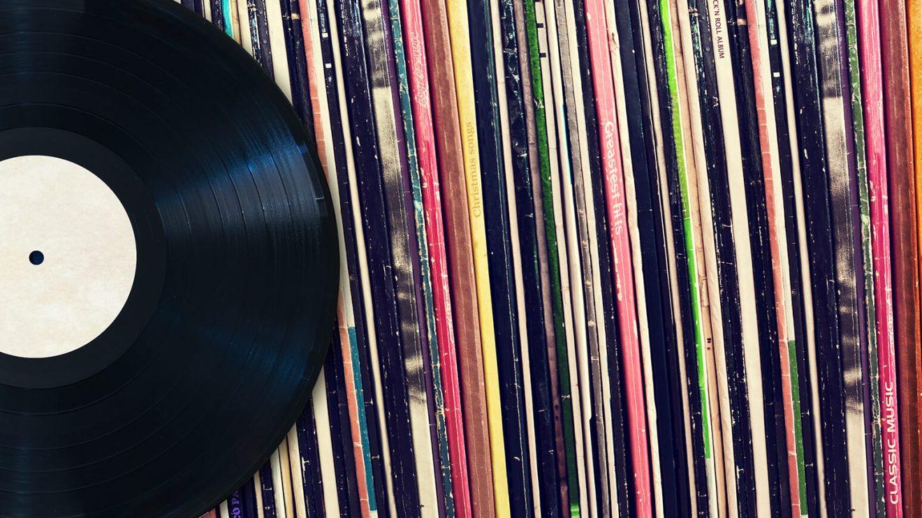 vinyl records stock 2017 billboard 1548 1 - Ouvir discos nunca foi tão fácil: conheça app que reconhece capas pra tocar o album
