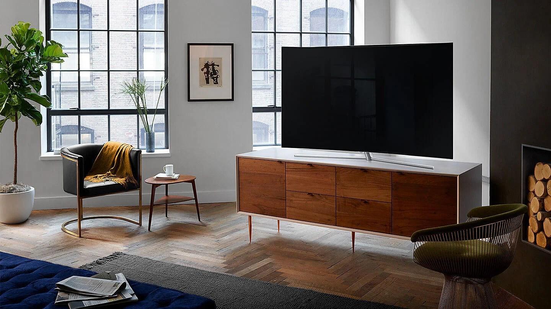 uk feature qled q7c 77924334 - Smart TV: qual é a TV indicada para cada tamanho de sala?