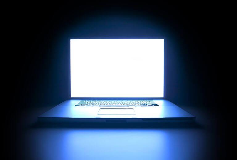 Resultado de imagem para blue light from screens