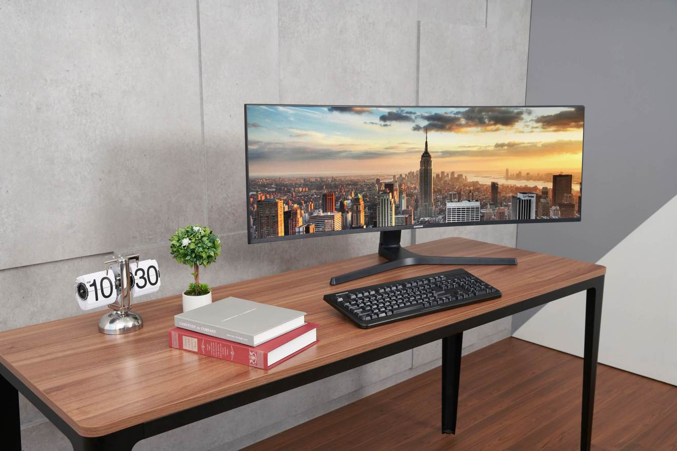 Imagem de divulgação do CJ89, novo monitor de tela curva da Samsung lançado durante a IFA 2018