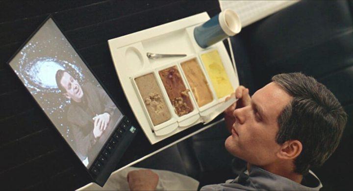kubrick tablet 720x389 - Passado: como séries e filmes antigos imaginavam o smartphone