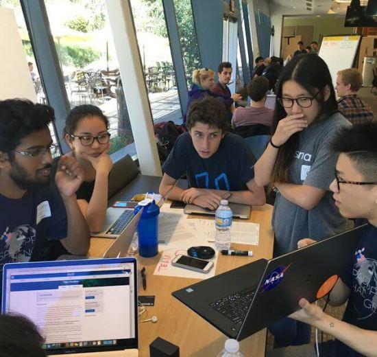 Jovens participam do Hackathon da NASA em 2017