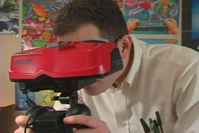 O Virtual Boy, quando fixo no tripé, também causava desconforto pela posição do jogador.