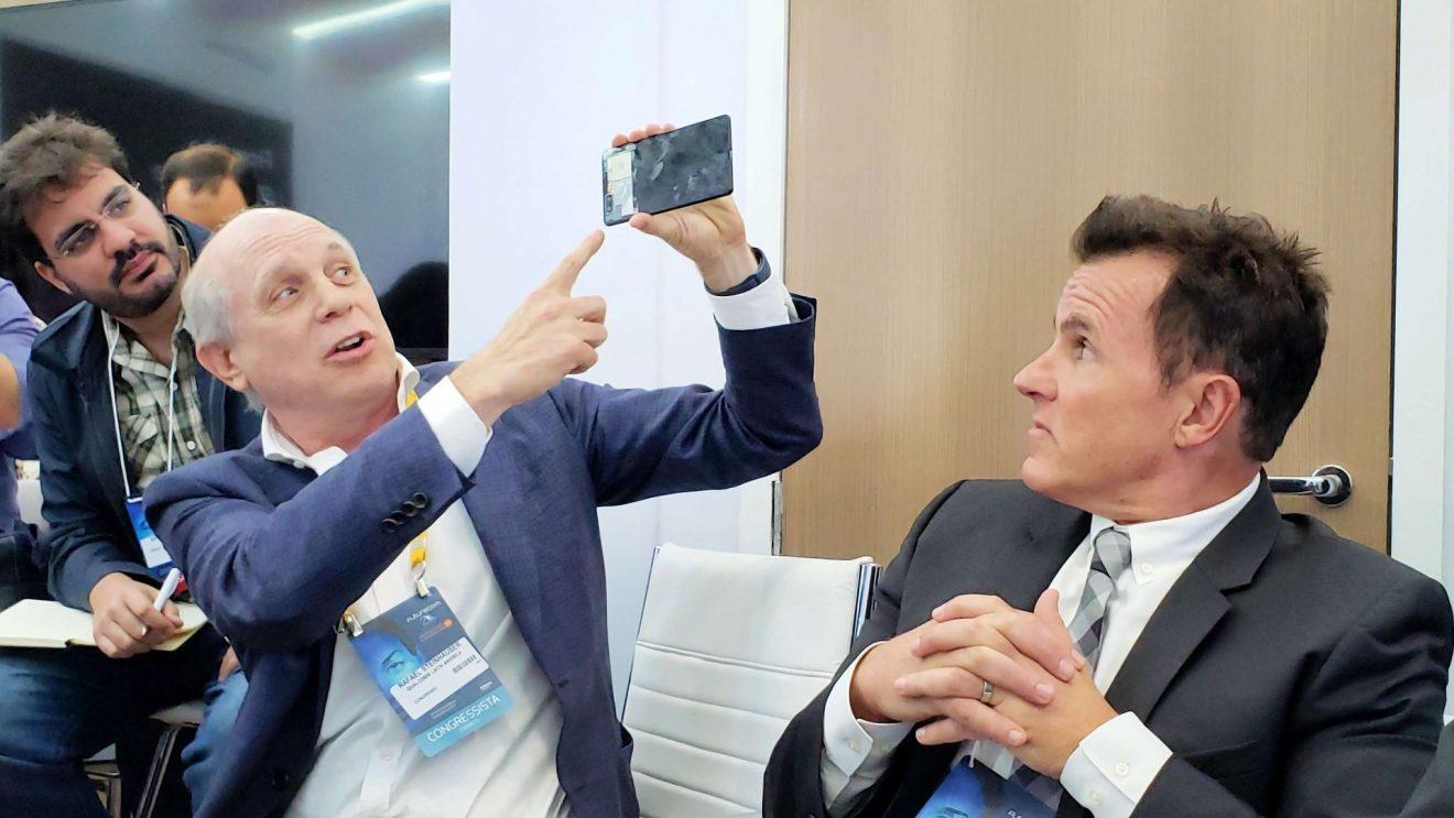 Presidente na América Latina da Qualcomm, apresentando novo chip na Futurecom