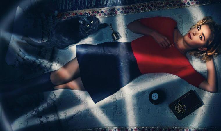 Kiernan Shipka interpreta Sabrina Spellman em o mundo sombrio de sabrina
