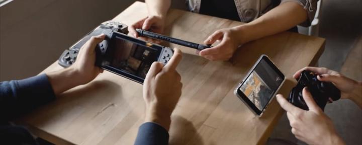 Pessoa jogando via streaming