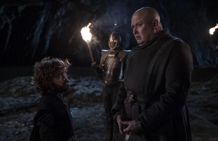 Tyrion se despede de Varys.