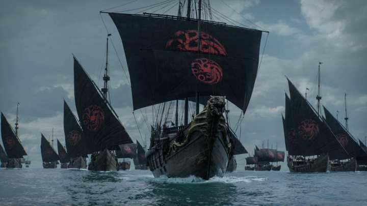 Frota Targaryen chegando em Porto Real.