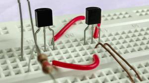 Transistor: entenda o que é e a importância desse componente 12