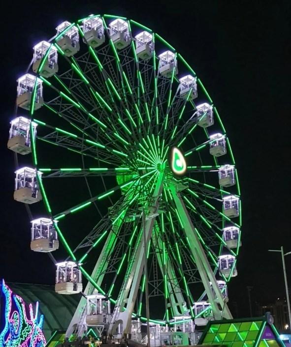 Se você quiser aproveitar a roda gigante, se prepare para enfrentar filas imensas