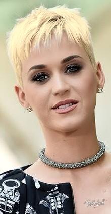 A Katy Perry é acostumada a pintar o cabelo, mas olha como ela seria com o cabelo platinado