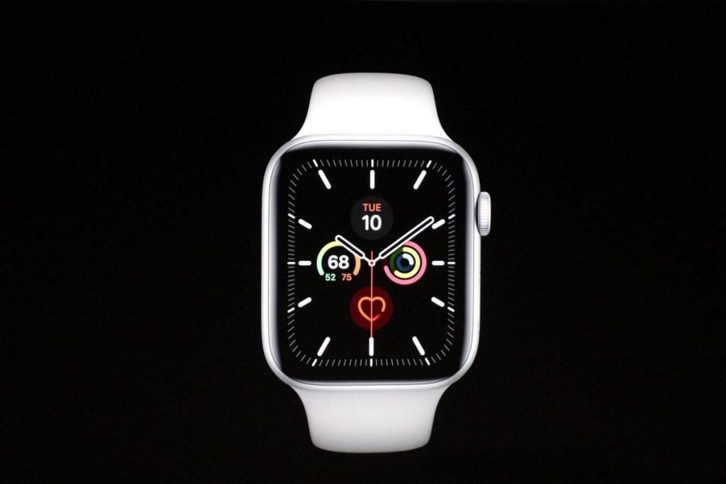 Segurança é o ponto positivo do Apple Watch 5, como sistemas de queda, e saúde, além de um sistema de chamada de emergência