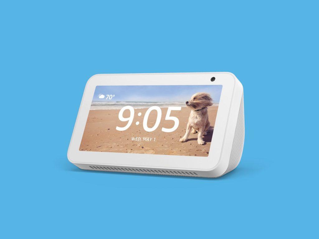 O Echo Show 5 tem uma tela de 5,5 polegadas com resolução HD