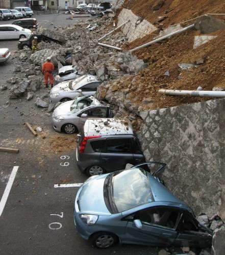 r732892 5924914 441x500 - Vídeos: Terremoto de magnitude 8,9 atinge o Japão e provoca tsunami