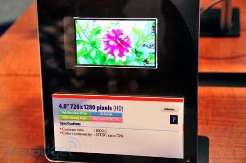 "toshiba 367ppi lcd sid 2011 500x332 - Toshiba apresenta display de 4"", 1280x720 e 367 ppi"