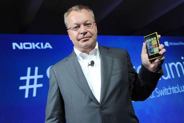 700 stephen elop with nokia lumia920 04 610x406 - Executivo-chefe da Nokia afirma que a empresa não é apenas fabricante de telefones