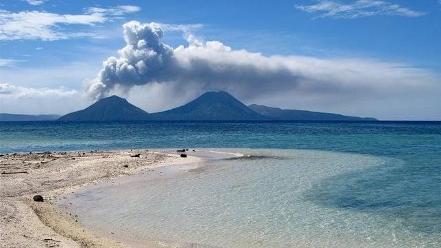 Erupcao vulcanica - Vídeo mostra vulcão entrando em erupção