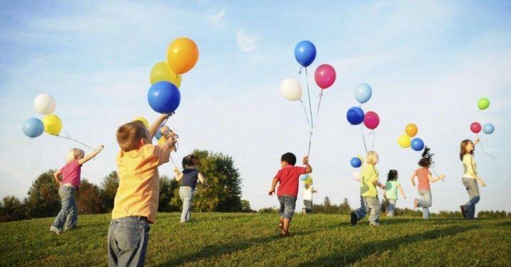 criancas brincando smt 720x377 - Que tal usar a tecnologia para deixar crianças felizes neste final de semana?