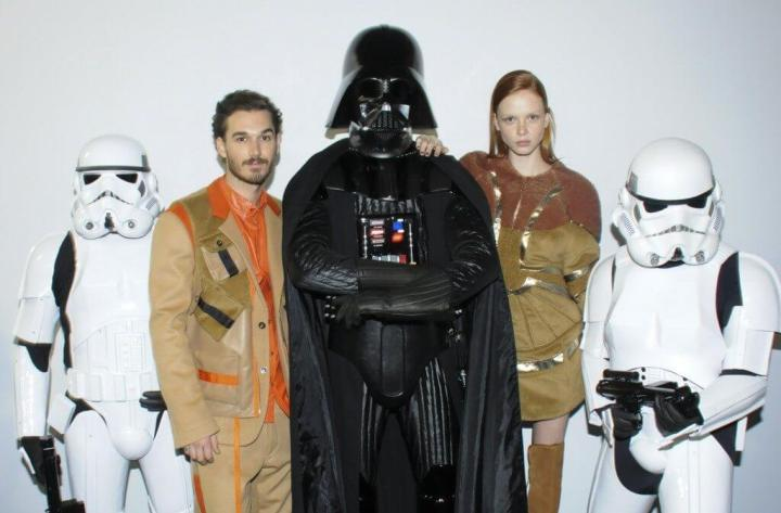 238905 452846 backdrop starwars  2  720x473 - Darth Vader invade a passarela da Triton durante SPFW