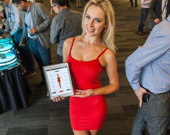 20141119 like a glove dress demo 720x570 - Roupa inteligente calcula suas medidas corporais