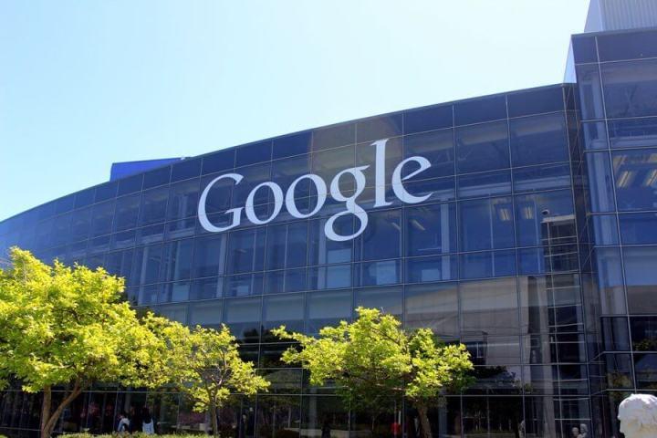 google1 720x480 - Google trabalha em pulseira para monitorar pacientes fora do hospital