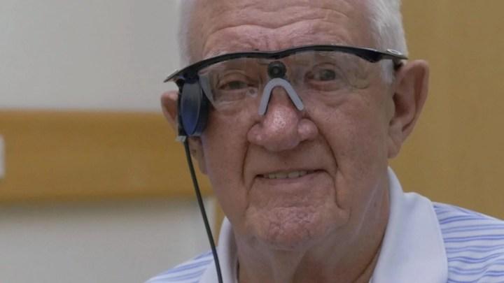 smt olhobionico p1 720x405 - Implante biônico restaura visão em homem de 80 anos