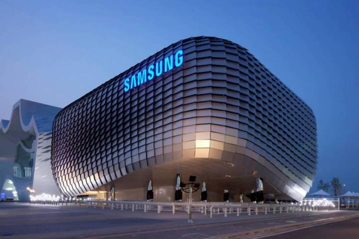 smt samsung p2 720x480 - Novos limites? Samsung registra patente de smartphone com tela curva na parte inferior