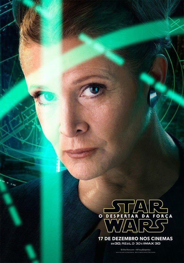 Leia (Carrie Fisher) aparece em meio a luzes, que parecem ser planos de batalha
