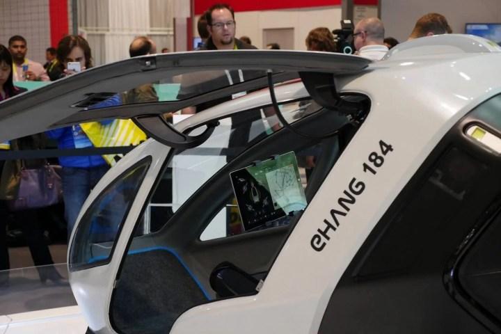 smt drones p0 720x480 - eHANG lança drone capaz de carregar um ser humano e voar a até 100 Km/h