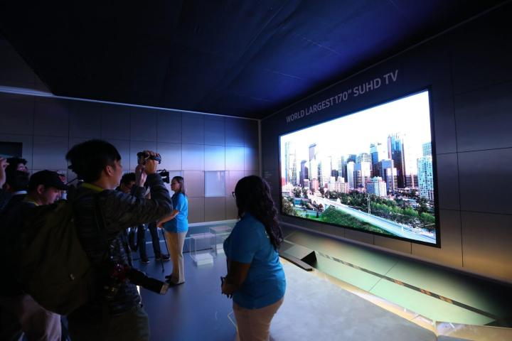 smt samsungmodular bigscreen2 720x480 - Samsung aposta nos displays modulares para dar novas formas à TV do futuro