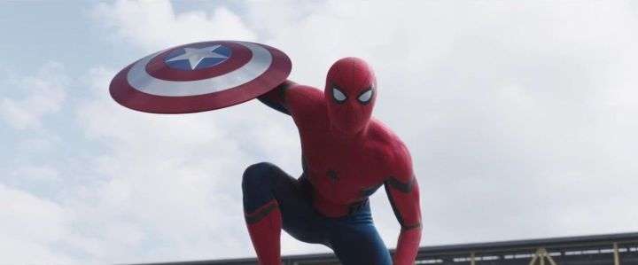 """screenshot 12 720x299 - Homem-aranha aparece em novo trailer de """"Capitão América: Guerra Civil"""""""