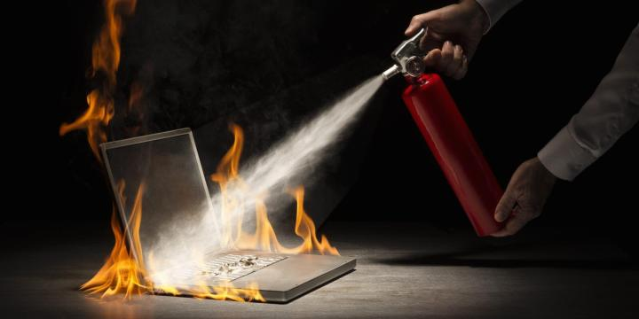o laptop fire facebook 720x360 - 10 dicas para ajudar a proteger seu notebook em locais públicos