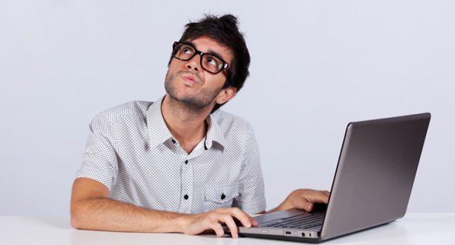 online lottery guy thinking - 10 dicas para ajudar a proteger seu notebook em locais públicos