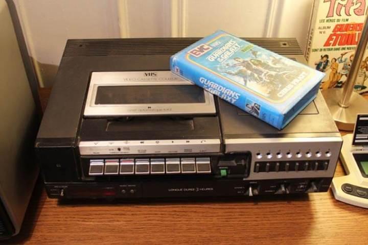 smt vhs videocassete 720x480 - De volta para o passado: Cinéfilo adapta lançamentos do cinema em VHS