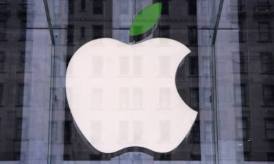 NEW YORK, NY - APRIL 22:  A green leaf adorns the Apple logo on Earth Day at the company's Fifth Avenue store in Midtown Manhattan on April 22, 2014 in New York City. The store is one of at least 120 Apple stores currently powered by renewable energy. To coincide with Earth Day, Apple announced it's offering free recycling of all of its used products. Employees wore green shirts for the occasion. (Photo by John Moore/Getty Images)