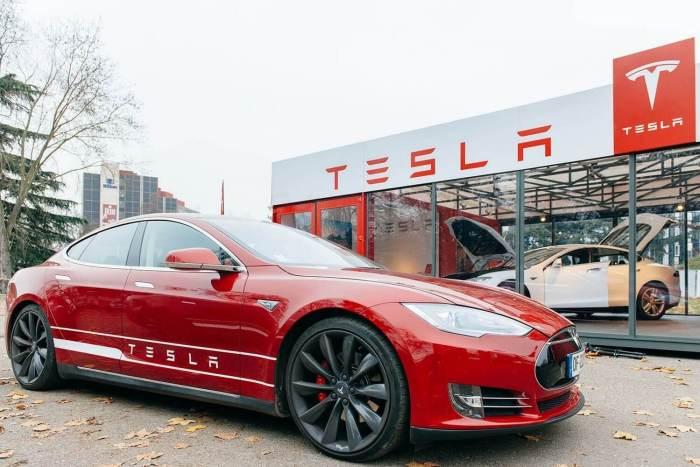 De acordo com o executivo da empresa, a Mercedes quer rivalizar com o Model S da Tesla