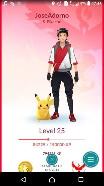 14329211 10205626447700566 17252033 o 563x1000 - Tutorial: Como fazer o Pikachu andar no ombro em Pokémon Go