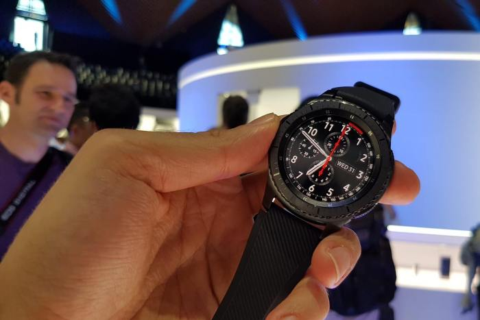 Gear S3 Design 2 720x480 - Hands On: Samsung Gear S3